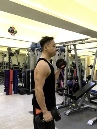 減手臂啞鈴訓練